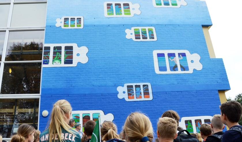 Kunstwerk leerlingen onthuld op gevel OSG