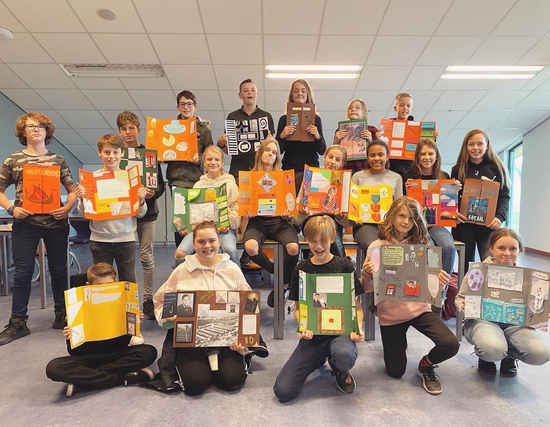 Brugklassers maken lapbook